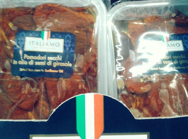 Napięcie rośnie... Suszone pomidory - tu tradycyjnie na mokro, były tez w wersji suchej.
