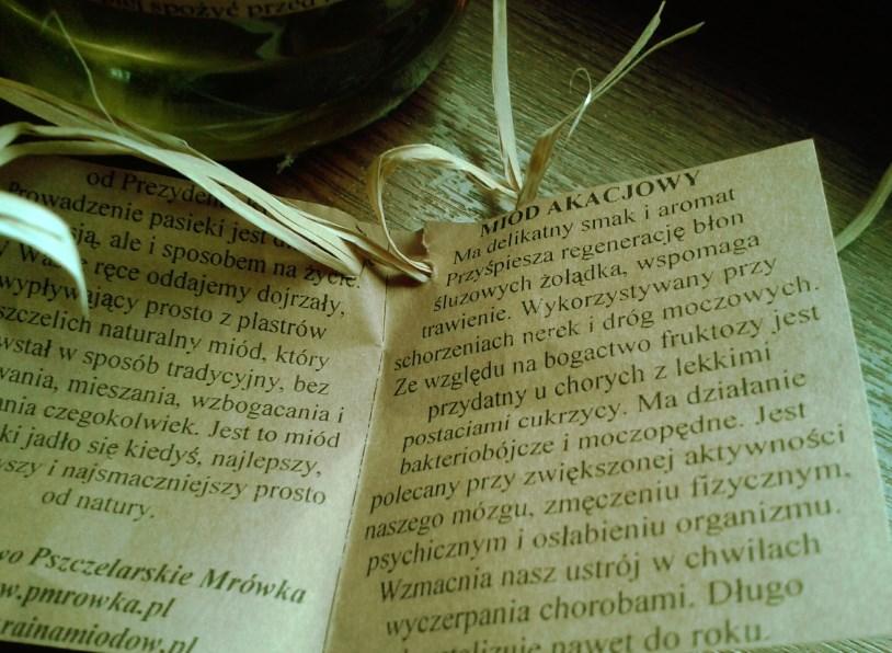 Miód akacjowy - cudny nektar dla młodszych dzieci i tych całkiem  dorosłych....