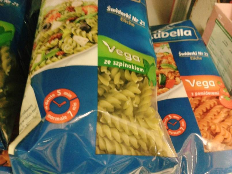 Makarony Vega - szpinakowy i pomidorowy.