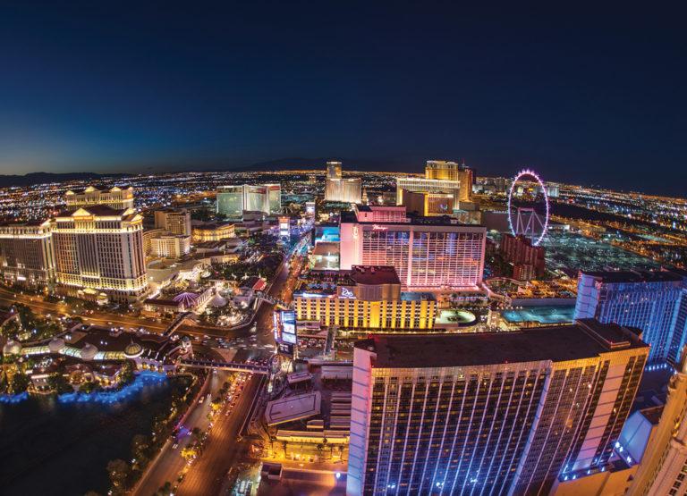 Las Vegas czerpie energię ze Słońca (fot. Toll Brothers, trueactivist.com)