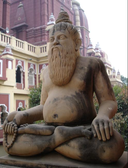 Rzeźba nagiego jogina w Dehli (za: wikipedia.org).
